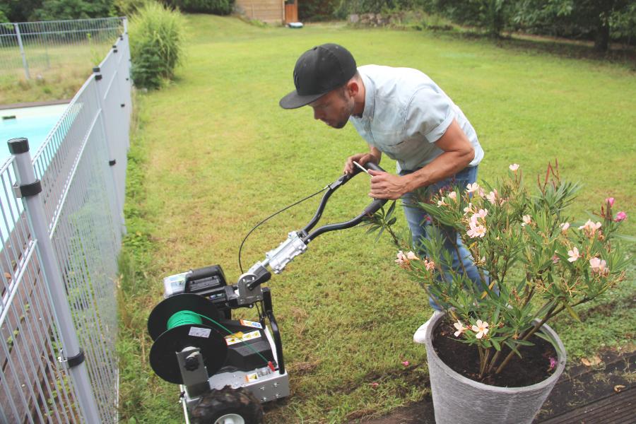 Darf ich vorstellen? Mein neuer Gartenhelfer – Cramer Rasenroboter