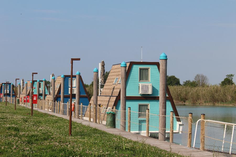 Floating Chalets im Marina Azzurra Resort – Geheimtipp obere Adria